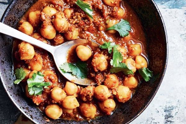INSTANT POT CHICKPEAS IN SPICY TOMATO SAUCE & BROWN RICE