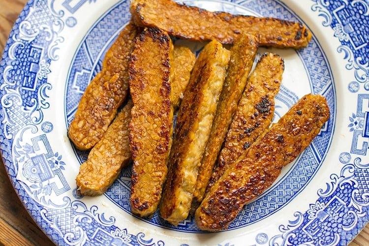 Pan-fried tempeh with honey, soy and lime juice