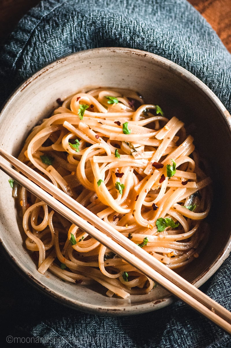 Gluten-free & Vegan Instant Pot Noodles With Maple, Ginger & Chili - these sticky rice noodles can be served with veggies, protein or on their own #vegan #glutenfree #vegetarian