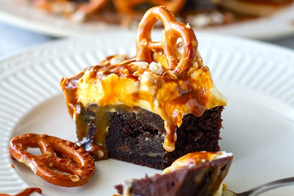 Chocolate Cake With Salted Caramel and Pretzels