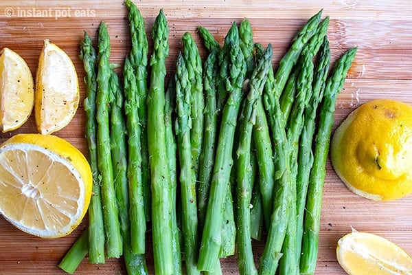 Instant Pot Asparagus With Garlic, Lemon & Pepper