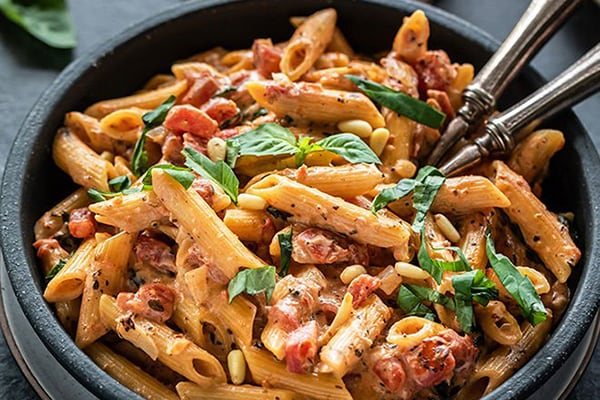 Instant Pot Creamy Tomato Basil Pasta