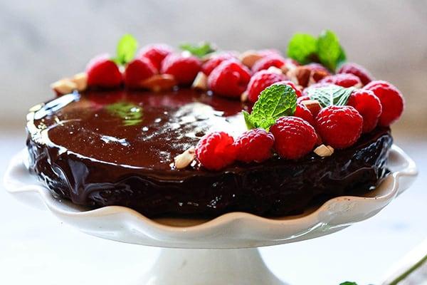VEGAN CHOCOLATE CAKE WITH GANACHe