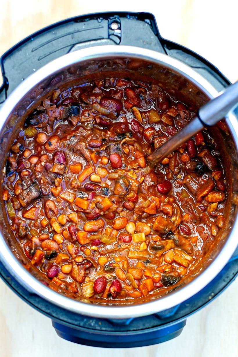 Vegetarian Mushroom & Bean Chili (Instant Pot Pressure Cooker)