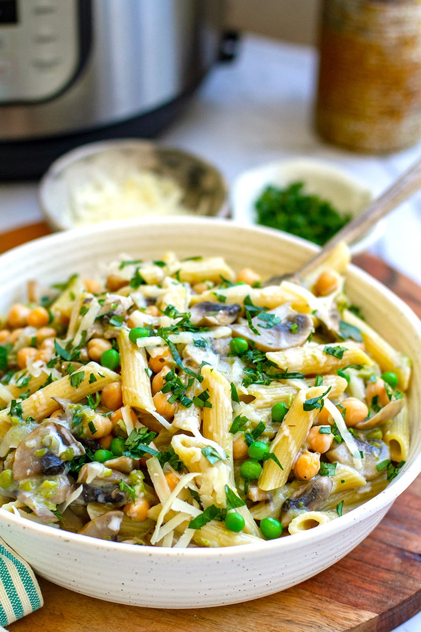 Creamy Instant Pot Pasta With Mushroom & Chickpeas